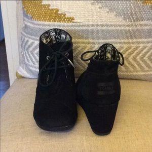 Toms black wedges
